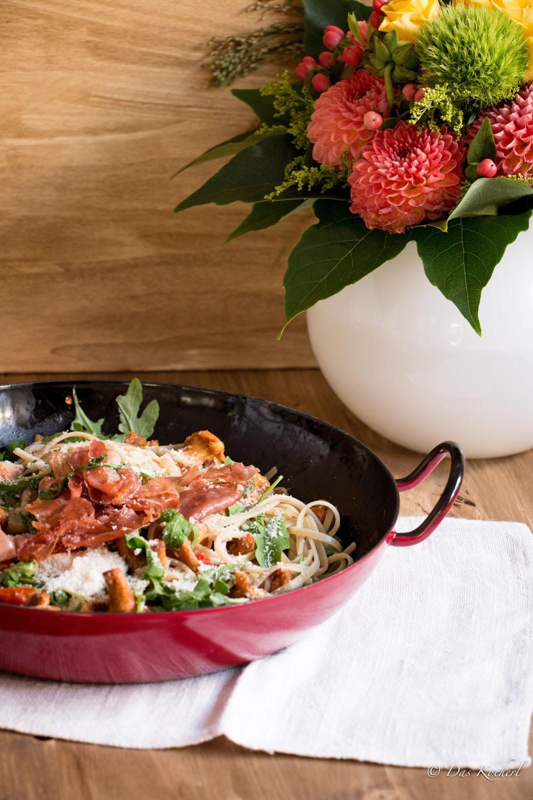 Pfifferlinge mit Rucola, Tomaten und Pasta