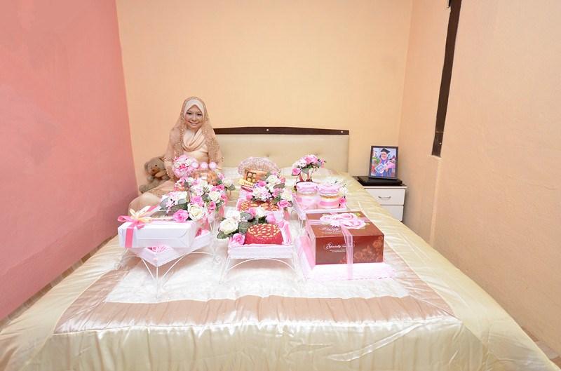 Wawa Syaida Hantaran Pertunangan For From Him Pink Red