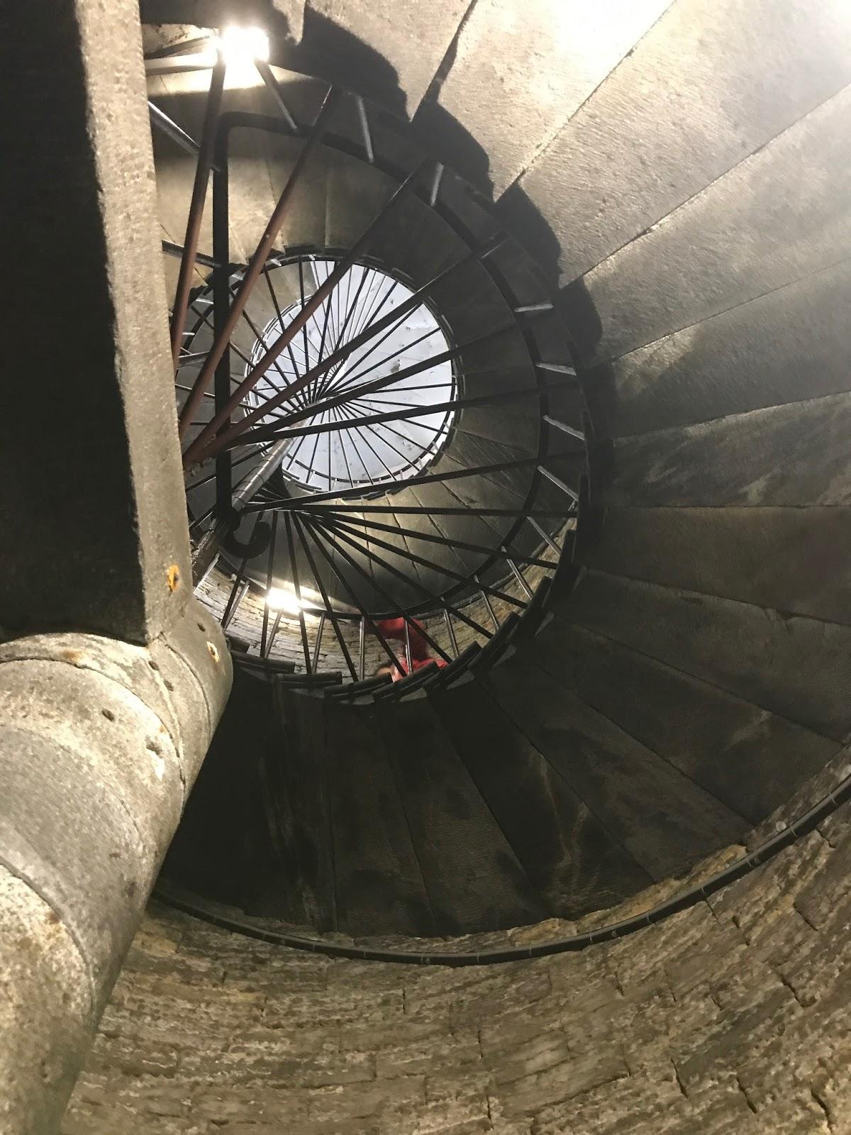 Escada para a cúpula da Catedral de St. Isaac