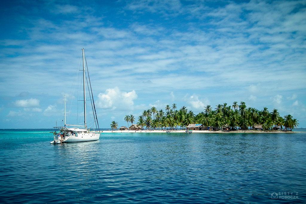 Żaglówka na wyspach San Blas na Karaibach