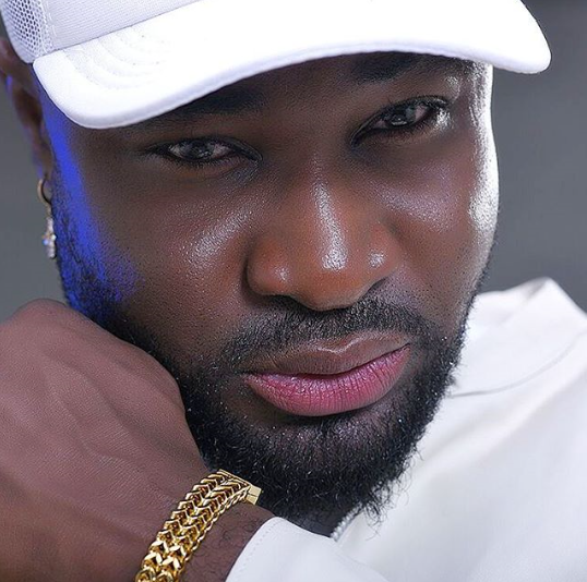 Fans troll Harrysong and accuse him of wearing lipstick in new photo (see here)