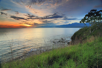 Senja dari tebing Liang Bala