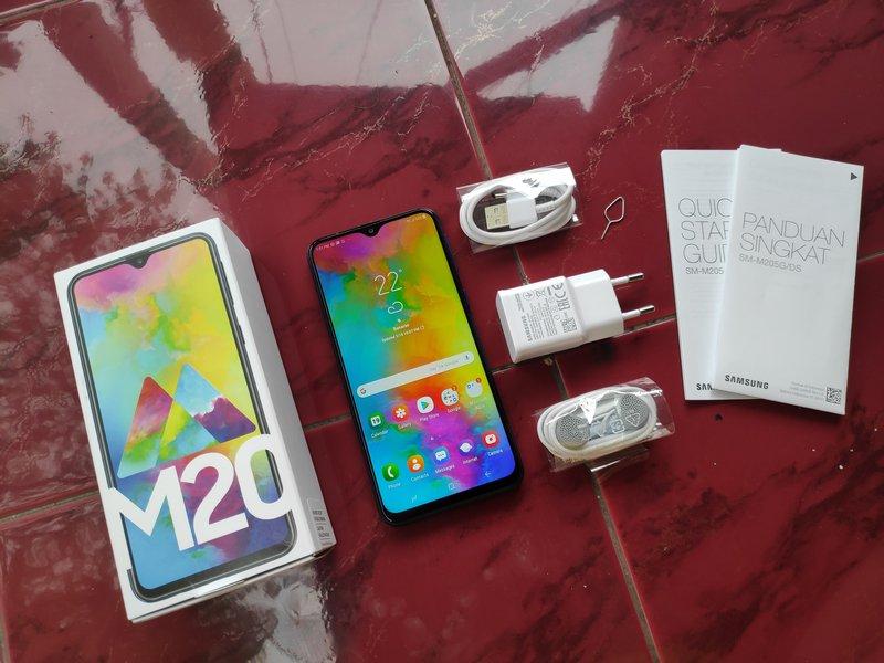 Perlengkapan Samsung Galaxy M20