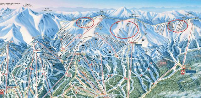 Une carte des pistes de ski de la station de ski Breckenridge dans le Colorado. Les cercles rouges indiquent les domaines de ski hors piste.