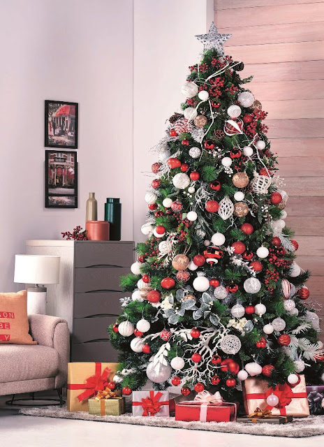 red and white Christmas tree design idea