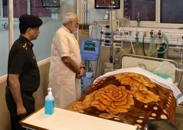 airforce-marshal-arjan-singh-serious-pm-modi-meet-him-im-army-hospital