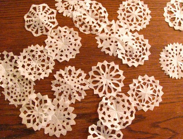 snowflakes paper Step 1: how to make 6-pointed paper snowflakes this step by step guide will teach you how to make six pointed paper snowflakes most people make (and most how-tos.