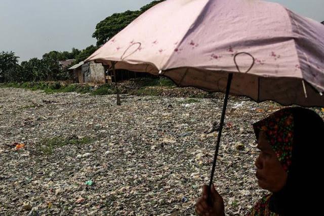 Foto Kondisi Mengenaskan Kali Pisang Batu di Bekasi, Dipenuhi Sampah Sepanjang 1,5 Km
