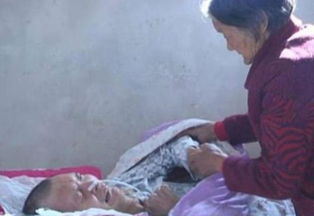 أم صينية انتظرت صحوة ابنها من الغيبوبة 12 عاما!