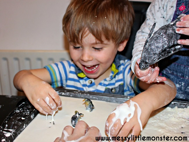 Oobleck sensory play recipe for toddlers, preschoolers, eyfs.