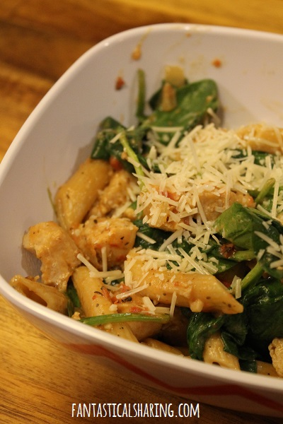 One Pot Chicken & Spinach Skillet Pasta #recipe #onepot #maindish #chicken