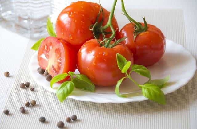 Masker Tomat Ternyata Banyak Manfaatnya Bagi Kulit Wajah Loh