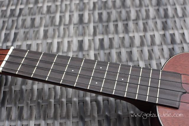 Hamano H-100 Ukulele fingerboard