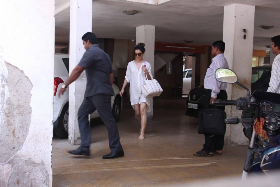 Kangana Ranaut Spotted at Clinic In Bandra