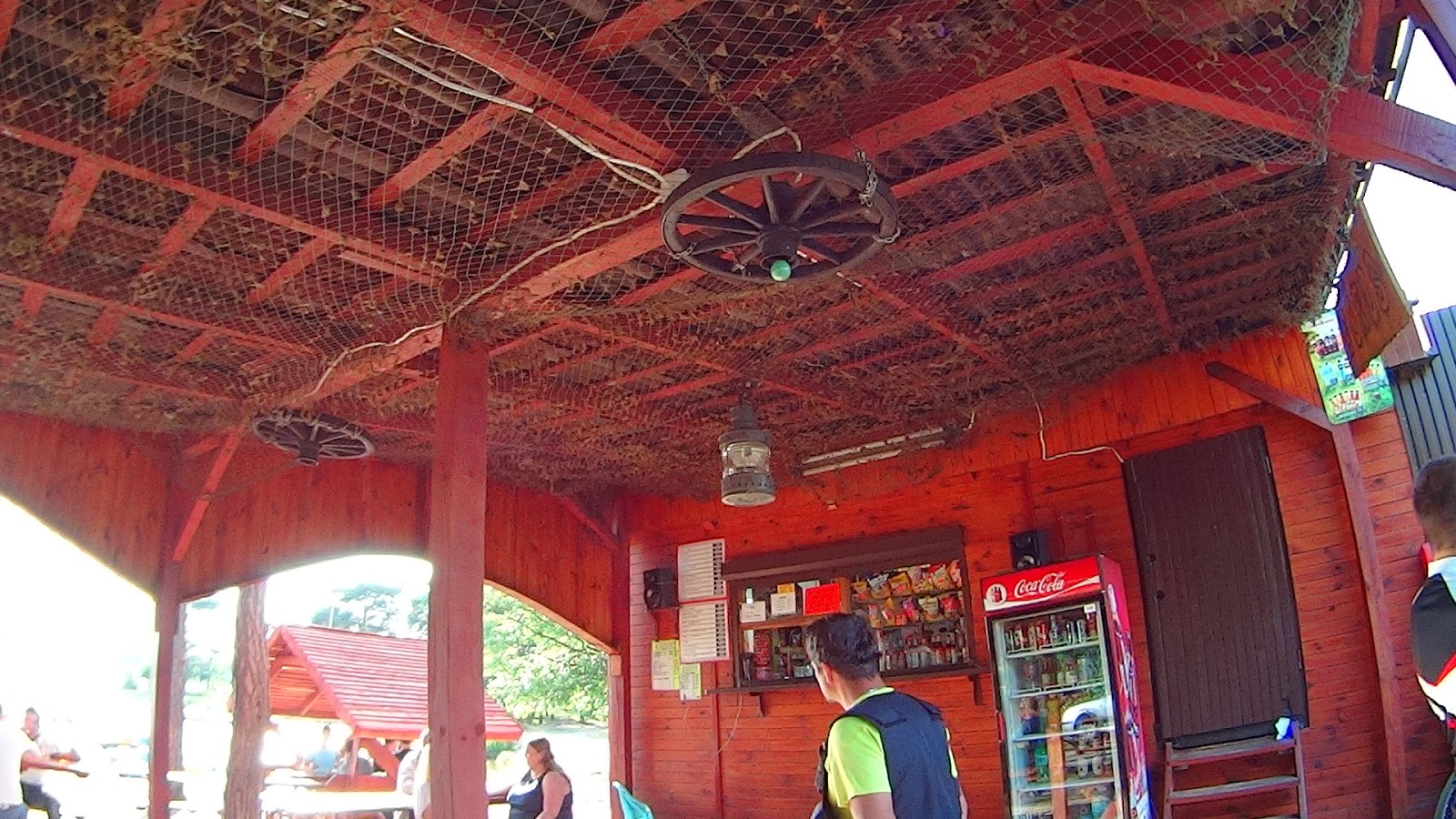 Jeden z nadjeziornych barów (Sielpia)