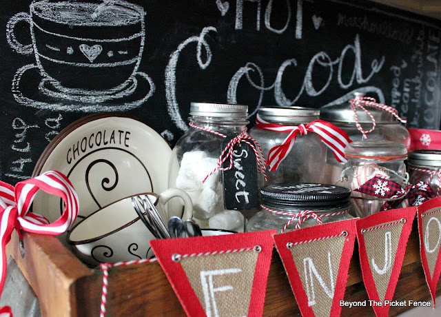 chalkboard, hot cocoa sign, old drawer, mason jars, chocolate, https://goo.gl/U8dcWx