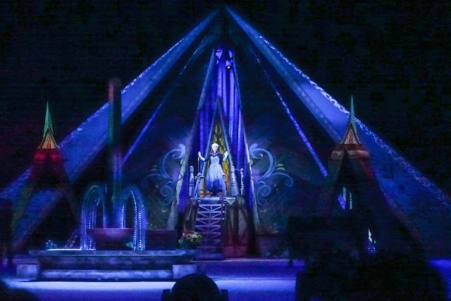 Elsa in coronation clothing at the top of stairs in Disney on Ice presents Frozen