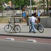 Bicicleta por la acera multas