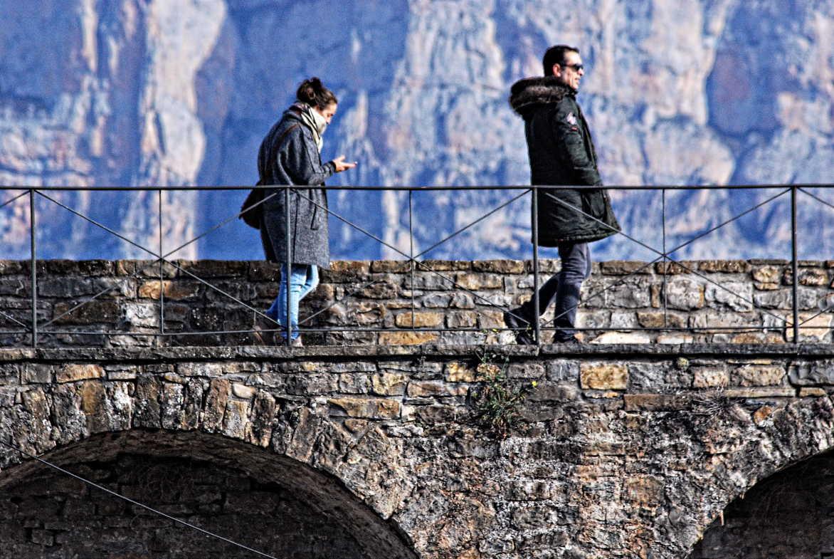 Turistas en el castillo de Aínsa