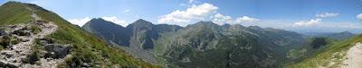 Panorama głównej grani Tatr Zachodnich z przełęczy Zawracie.