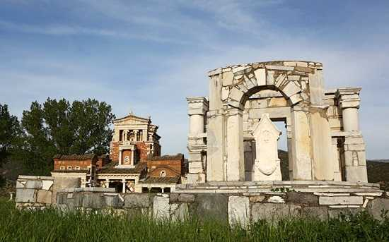 istoriko-taxidi-stin-archea-mantinia