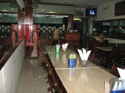Kenapa Rumah Makan Padang Sering ada Cermin Besar? Alasan Nomor 2 Takterduga!