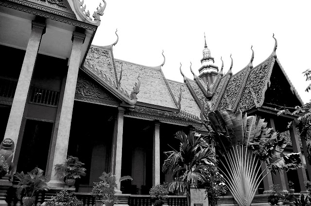 bowdywanders.com Singapore Travel Blog Philippines Photo :: Cambodia :: The Most Beautiful Museum and Gallery in Cambodia: National Museum of Cambodia in Phnom Penh