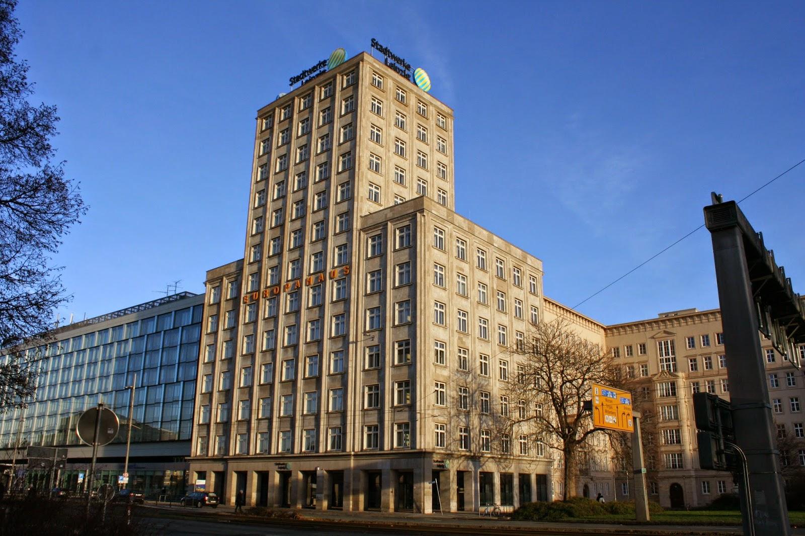 """Das """"Europahaus"""" ist ein 13 geschossiges Gebäude - nach mehrfachen baulichen Veränderungen in den 60ger Jahren wurde 1998/99 nochmals eine Instandsetzung durchgeführt"""