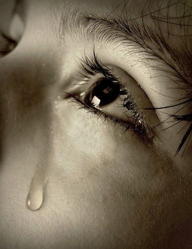 Resultado de imagem para tristeza lágrima