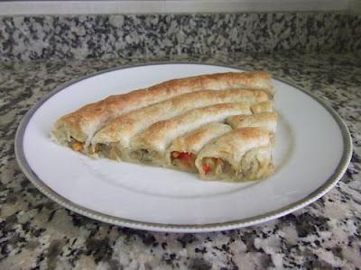 Hojaldre relleno de verduras en forma de espiral
