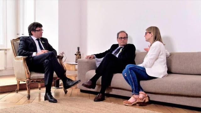 Puigdemont renuncia a ser presidente de Cataluña y elige candidato
