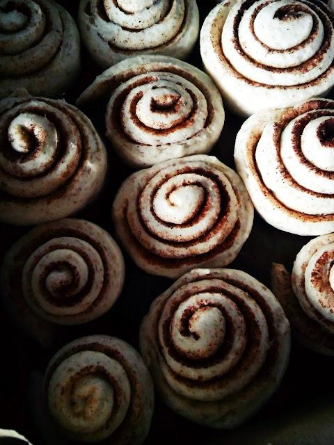 wegańskie bułeczki z cynamonem drożdżówki vegan cinnamon rolls vegan muffin