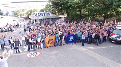 No dia 30 de janeiro de 2017, trabalhadores decidem que, a partir do dia 13 de fevereiro haverá greve na unidade Voith do bairro Jaraguá. Imagem: recorte de vídeo do BoxMídiaTV