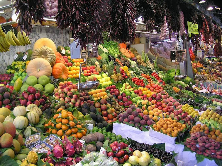 CO2: indispensável para a vida no planeta e base da teia alimentar Mercado em LaBoqueria, Barcelona