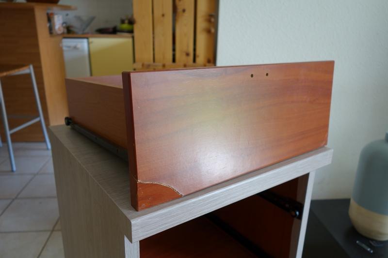 DIY : Relooker une table de nuit avec de l'adhésif / www.by-laura.fr