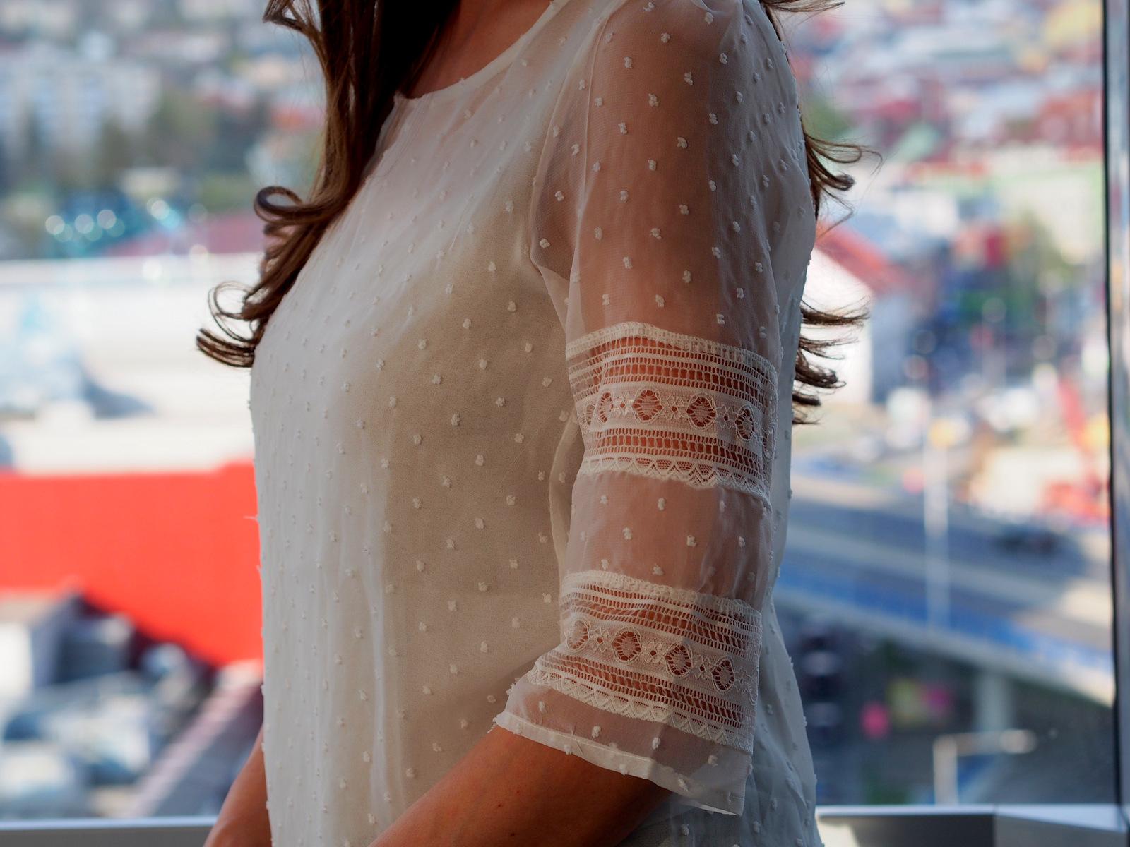 v jednoduchosti je krása alebo tri kúsky a perfektný outfit je na svete // white lace blouse