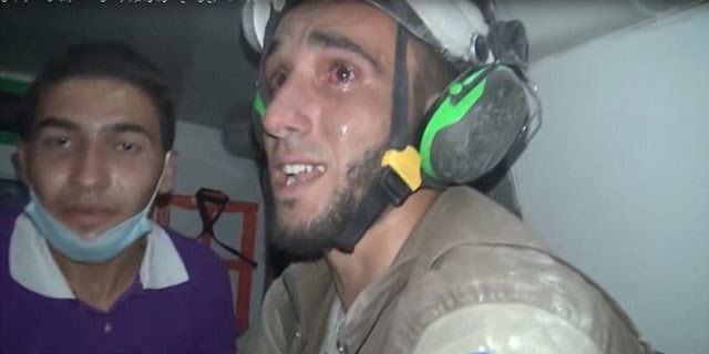 Pria Ini Tak Kuasa Membendung Air Matanya Saat Selamatkan Balita Dari Reruntuhan