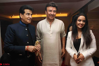 Sachin Tendulkar with his wife at Mata ka Jagrata hosted by Anu Malik 31.JPG