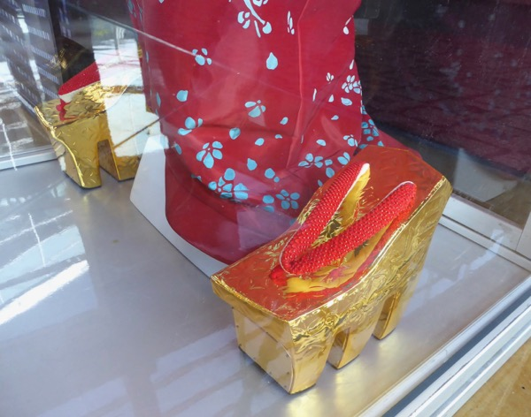 Ghost in the Shell Red Robed Geisha gold Geta