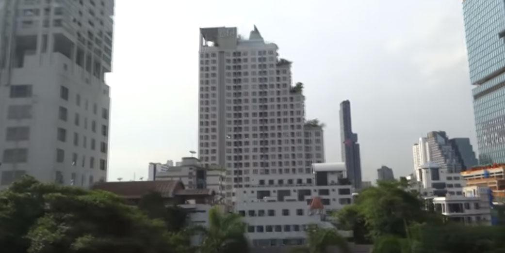Εναέριος Σιδηρόδρομος της Μπανγκόκ Surasak στο Chong Nonsi (VIDEO)