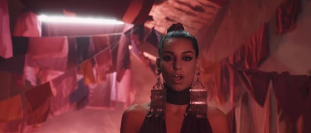 """TAL Premieres """"Des fleurs et des flammes"""" Music Video"""