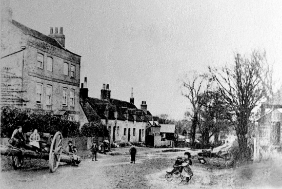 Photograph of Upper Farm, Bell Bar c1900s In 1746, The Bell, alias The White Hart would have been where the row of cottages are. Image from Mill Green Museum