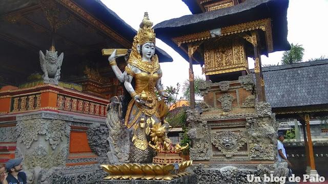 Interior templo Bali