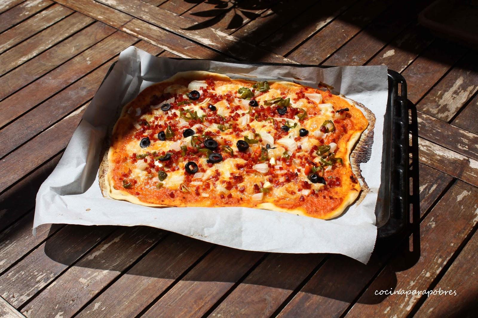 Cocina para pobres: Pizza casera, receta paso a paso. Masa sin levadura