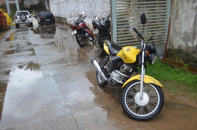 No Conjunto Cumaru, bandidos rendem instrutor de autoescola e roubam a moto