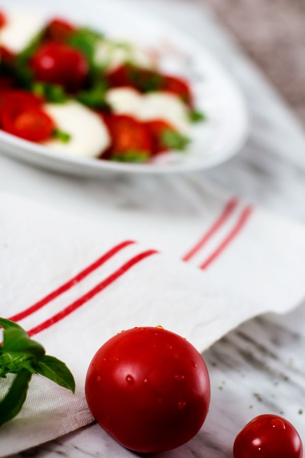 Ensalada de cherrys y mozzarella de búfala