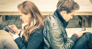 Γιατί οι άνθρωποι μένουν σε σχέσεις που έχουν λήξει;
