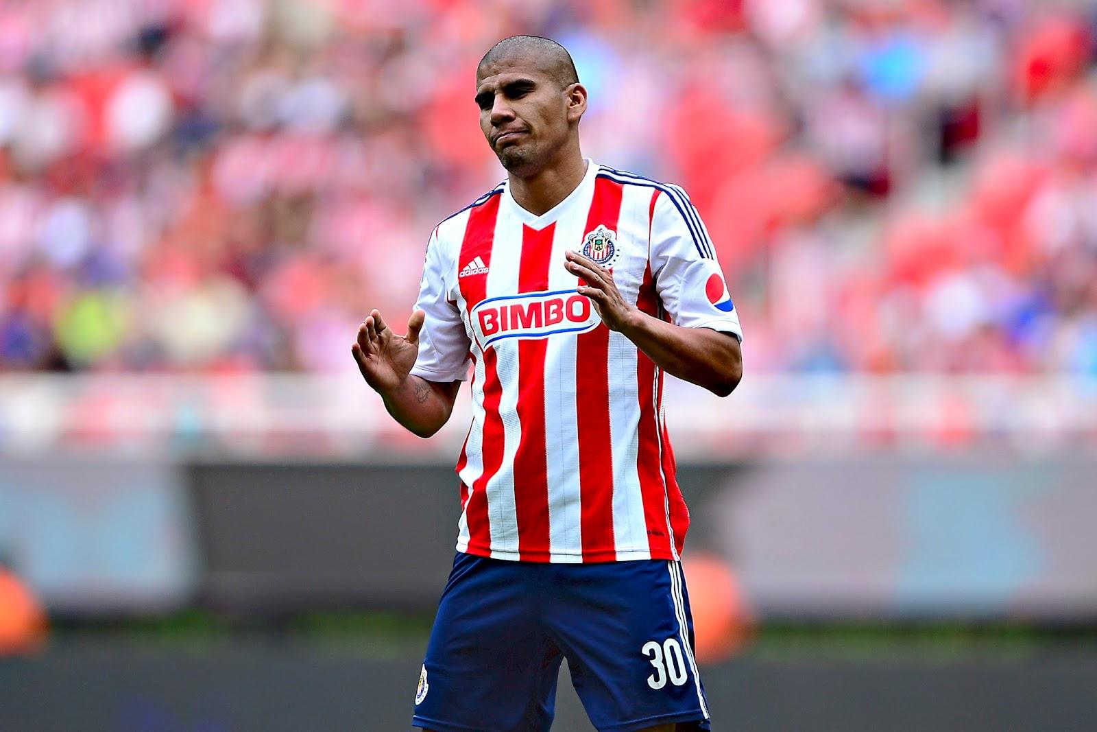 Carlos Salcido se va de Chivas en diciembre.