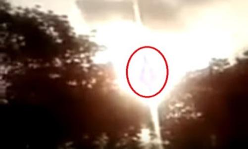 Fieis gritam emocionados ao relatarem terem visto a aparição de Nossa Senhora das Graças no céu