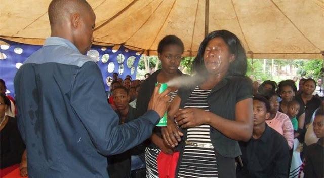 Mengaku Nabi, Orang Ini Lakukan Ritual Aneh, Semprotkan Cairan Berbahaya ke Muka Pengikutnya